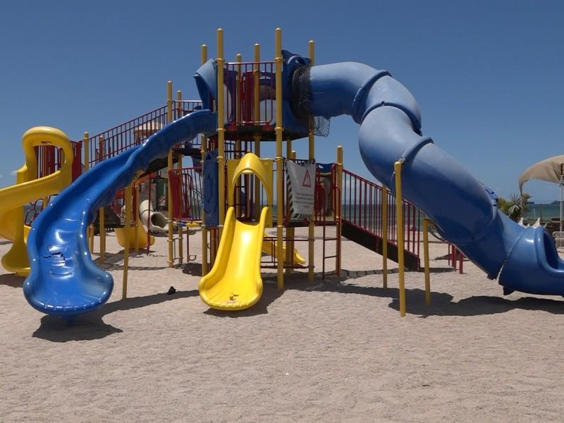 Niños en riesgo por juegos infantiles dañados
