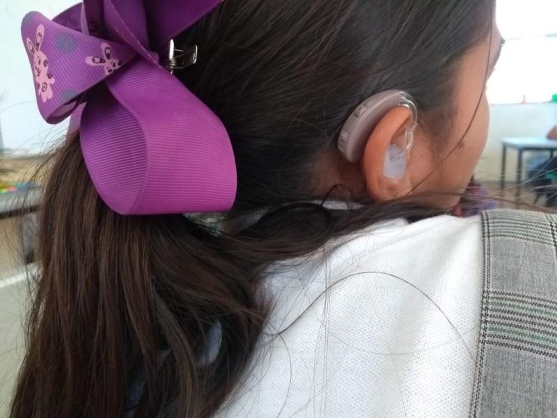 Niños sordos trabajan por sus sueños