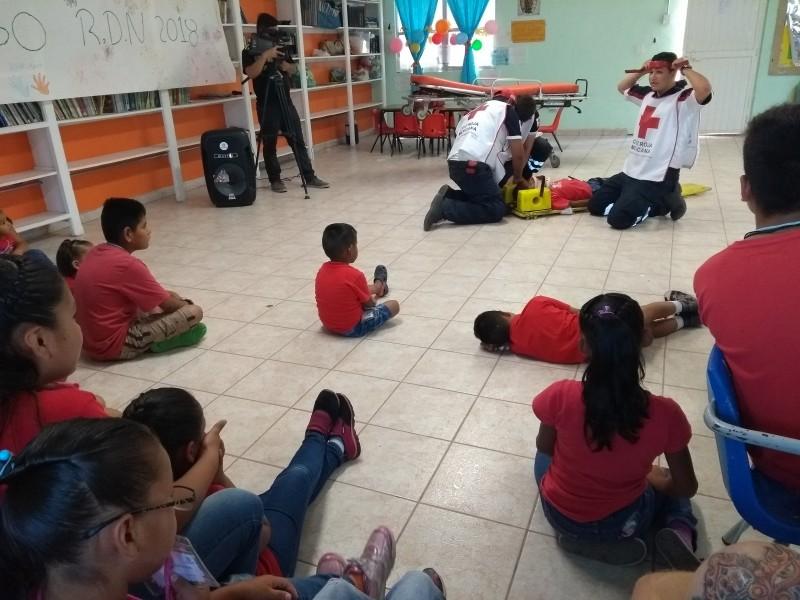 Niños aprenden de primeros auxilios con Cruz Roja
