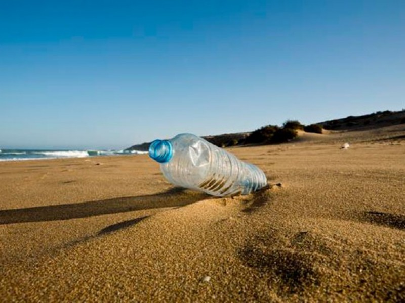 No arrojar plásticos a las playas