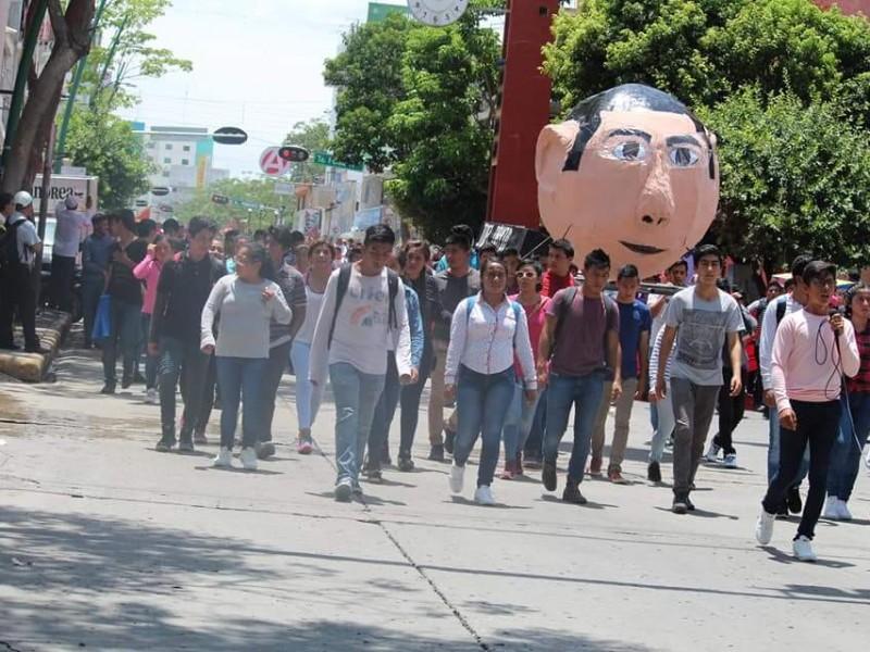 Normalistas de la Mactumatza piden liberación de director