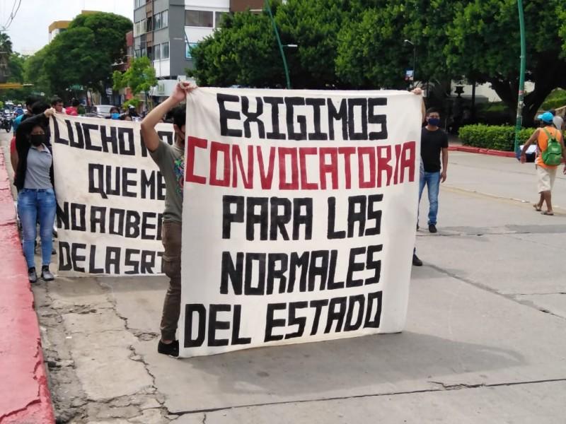 Normalistas exigen convocatoria para nuevo ingreso