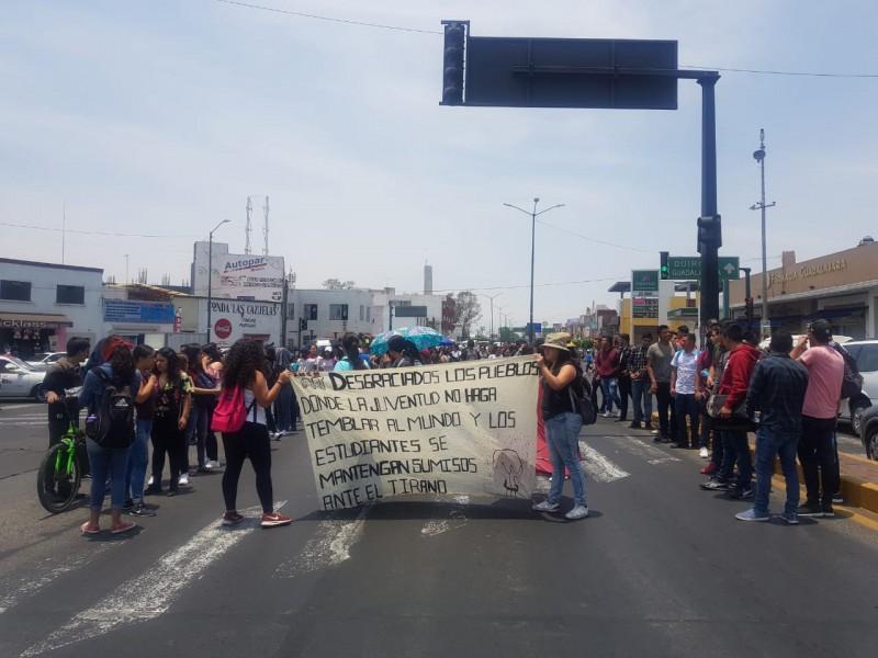 Normalistas marchan en Morelia; repudian Reforma Educativa