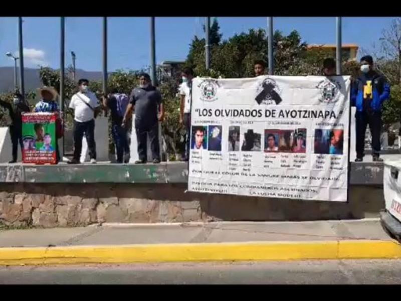 Normalistas protestan en Chilpancingo a 77 meses de caso Ayotzinapa
