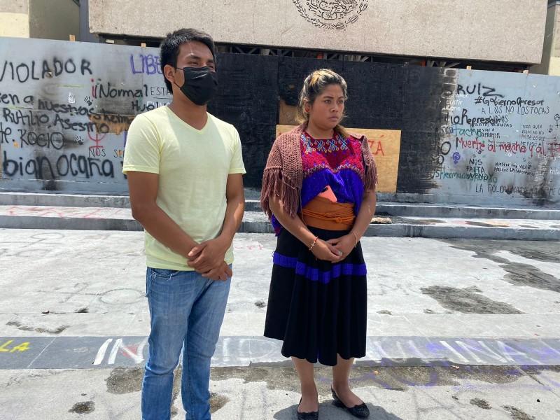 Normalistas realizan mitin frente a Palacio de Gobierno