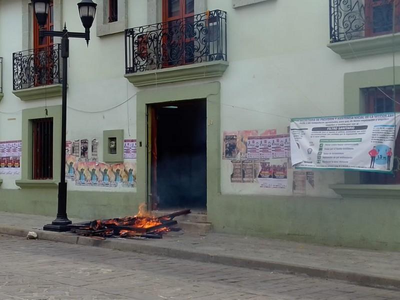 Normalistas realizan vandalismo en oficinas de la CNTE en Oaxaca