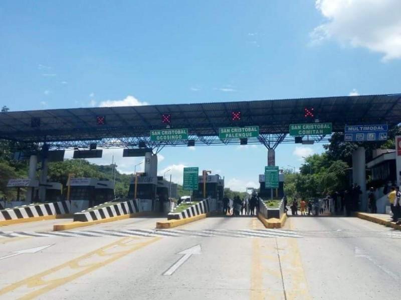 Normalistas retenidos por pobladores de Zinacantán