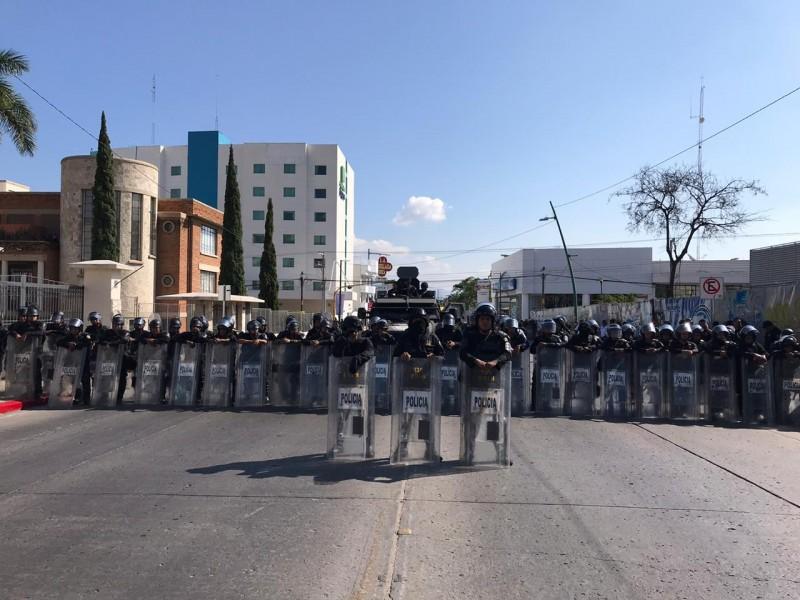 Normalistas se manifiestan en Tuxtla Gutiérrez