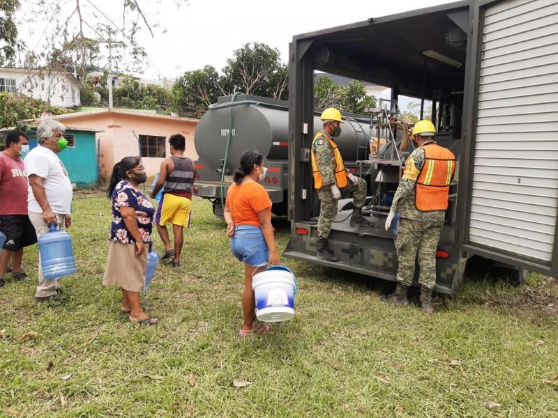 Norveracruzanos damnificados  piden agua potable; instalan purificadoras móviles