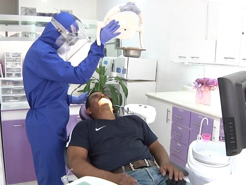 Nosotros también estamos expuestos al covid-19: dentista