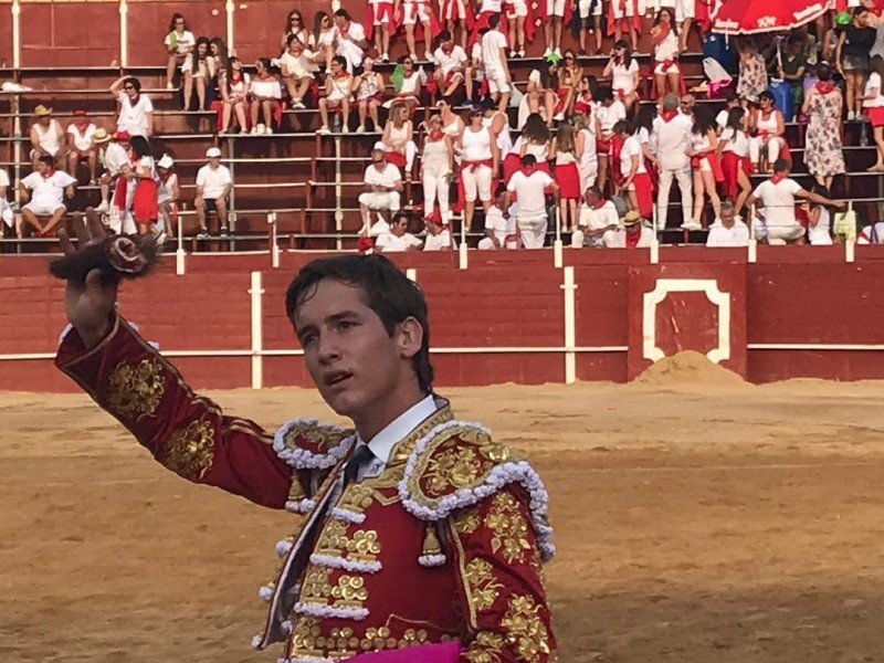 Novillero Lagunero triunfa en España