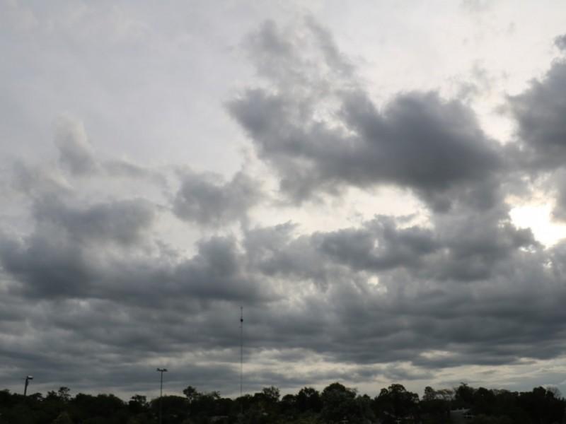 Nublados y chubascos en amplias regiones de Sonora