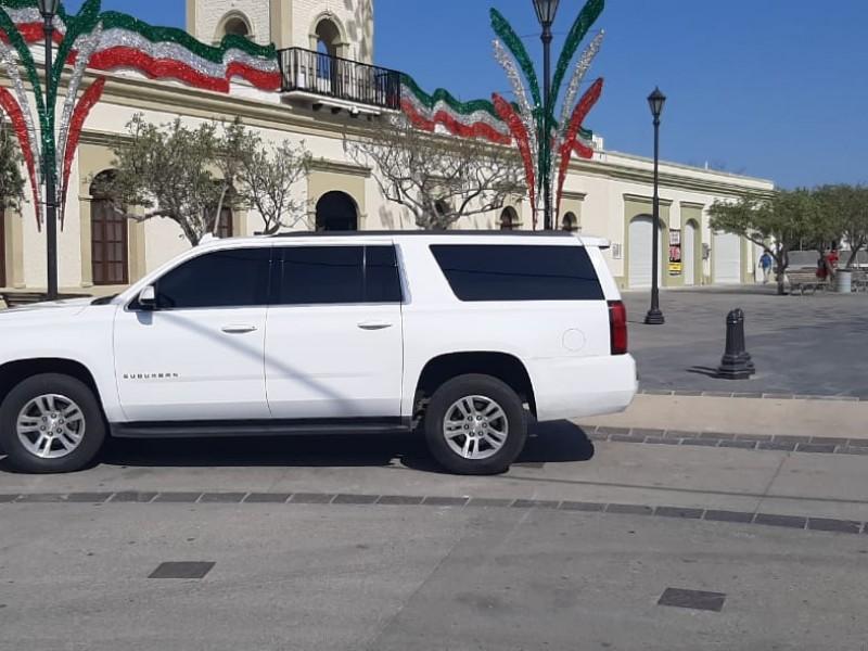 Nueva camioneta de lujo traslada a alcaldesa de Los Cabos