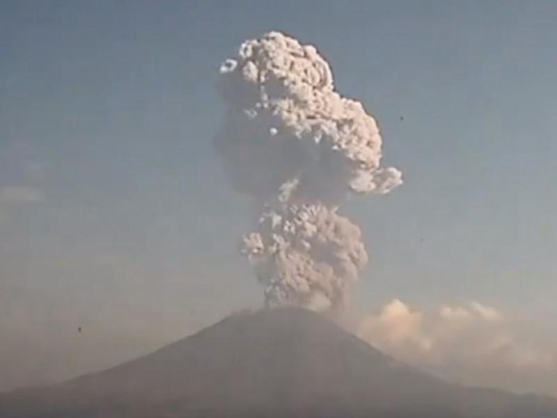 Nueva explosión del Popocatépetl genera 3.5km de fumarola