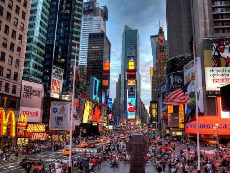 Nueva York no da tregua: vacuna o despido