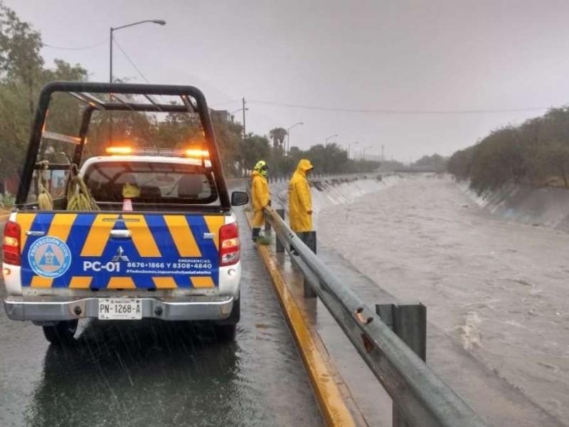 Nuevo León detiene actividades y atiende emergencia por