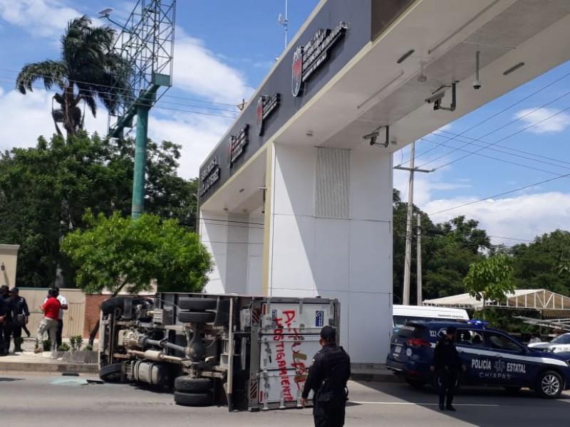 Nuevos actos vandálicos de normalistas en Tuxtla
