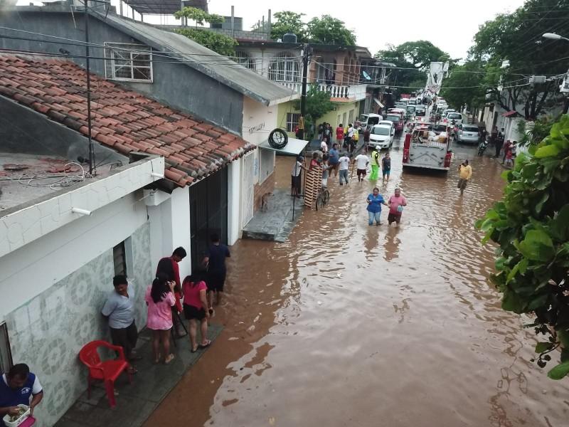 Nuevos lineamientos no permiten apoyos a damnificados por lluvias