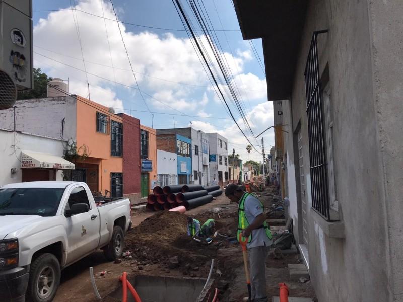 Obras en Pino Suárez un riesgo para el peatón