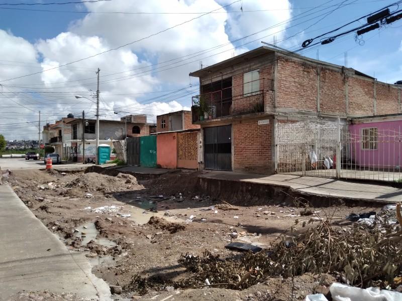 Obras inconclusas generan riesgo en Las Hilamas; piden retomar pavimentación