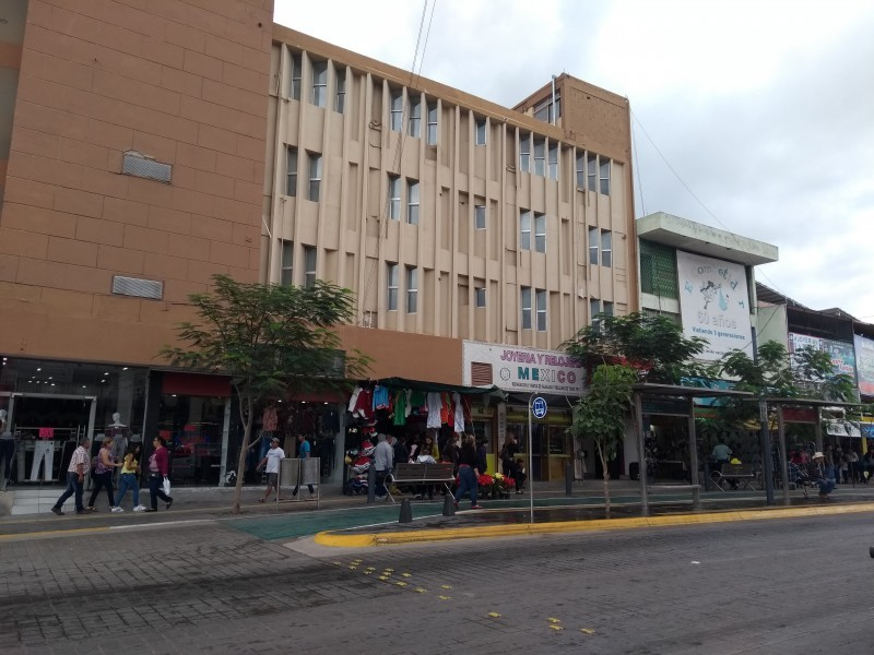 Observa CANACO economía contraída en LM