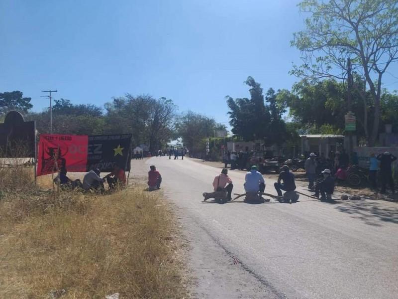 OCEZ Bloquea tramo carretero en Venustiano Carranza