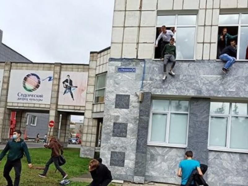 Ocho muertos y 26 heridos deja tiroteo en escuela rusa