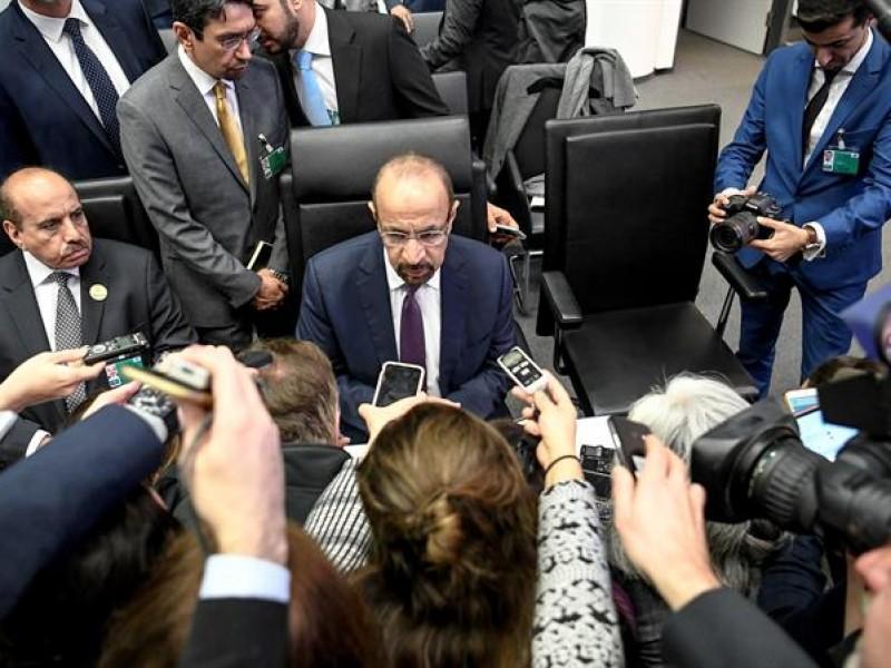 OPEP y aliados a reducir producción de petróleo