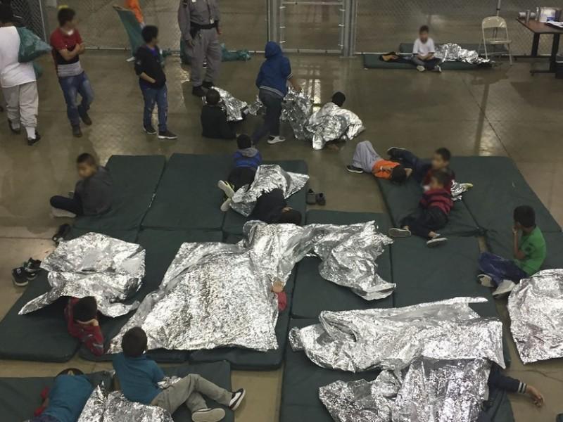 Ordenan a Trump cambiar trato a niños inmigrantes