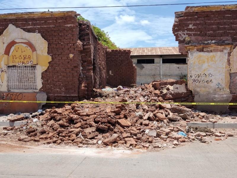 Ordenan demoler riesgosa construcción en ruinas