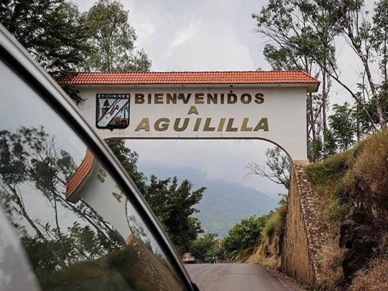 Organizan colecta de víveres para apoyar a pobladores de Aguililla
