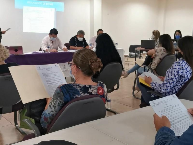 Otorga municipio más de un millón de pesos en becas