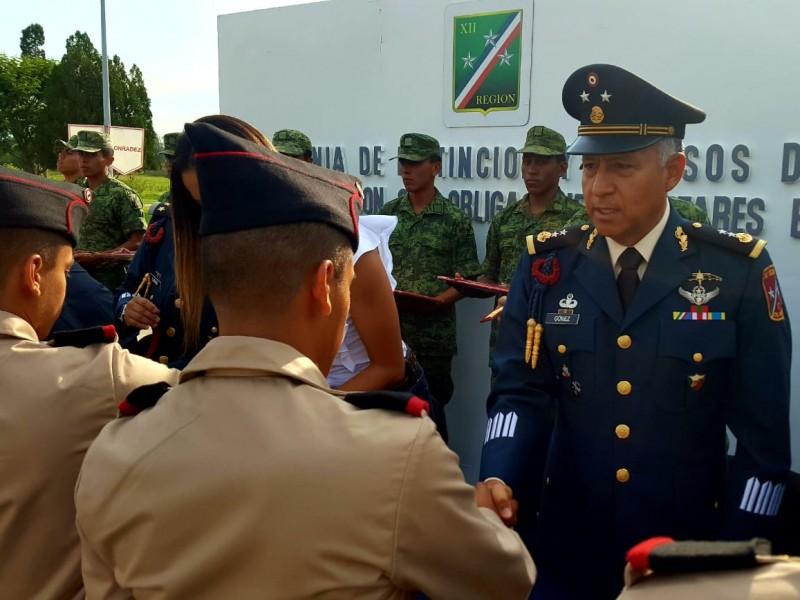 Otorgan ascensos a personal del Ejército