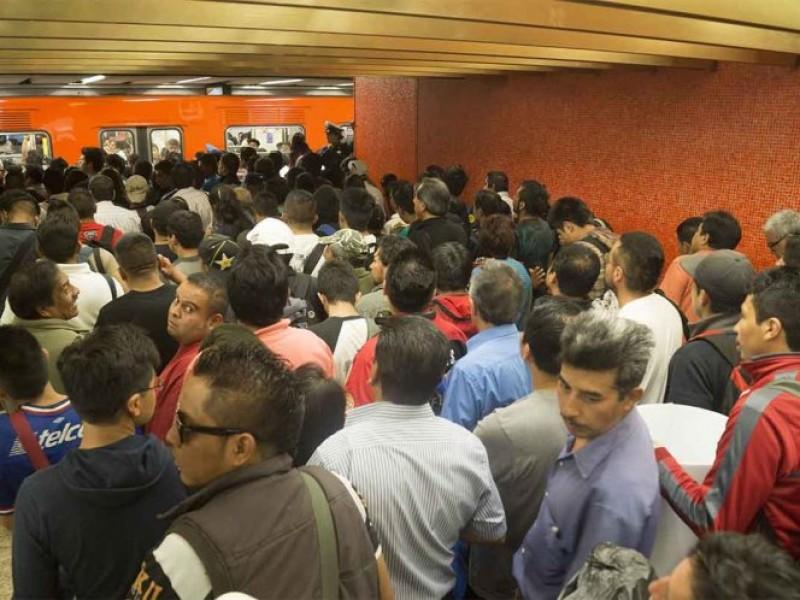 Otra vez avanza lento el Metro