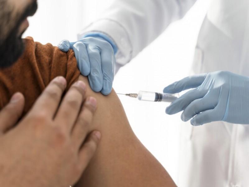 Paceños aún desconfían de la vacuna contra el covid-19