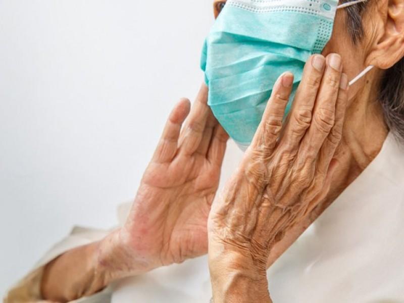 Pacientes Covid infectan a la mitad de su familia: estudio