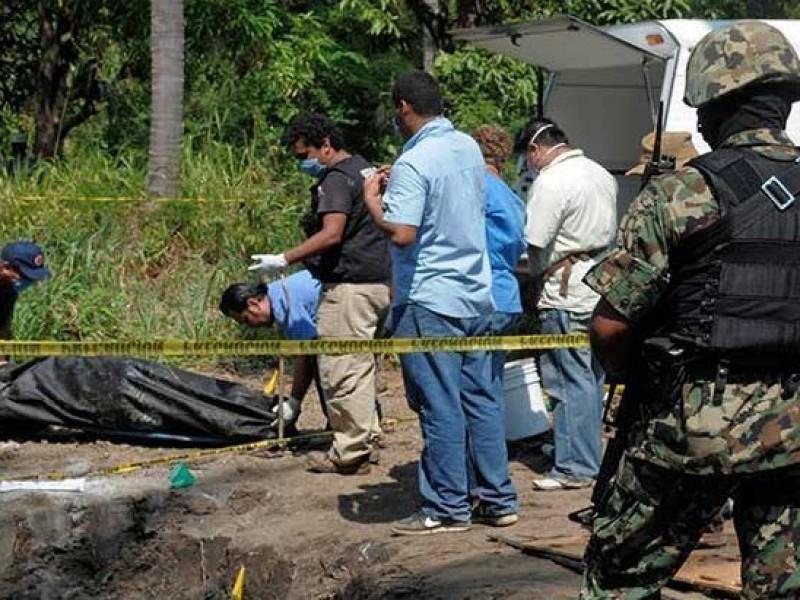 Padre e hijo encontrados en fosa de Xalisco reciben sepultura