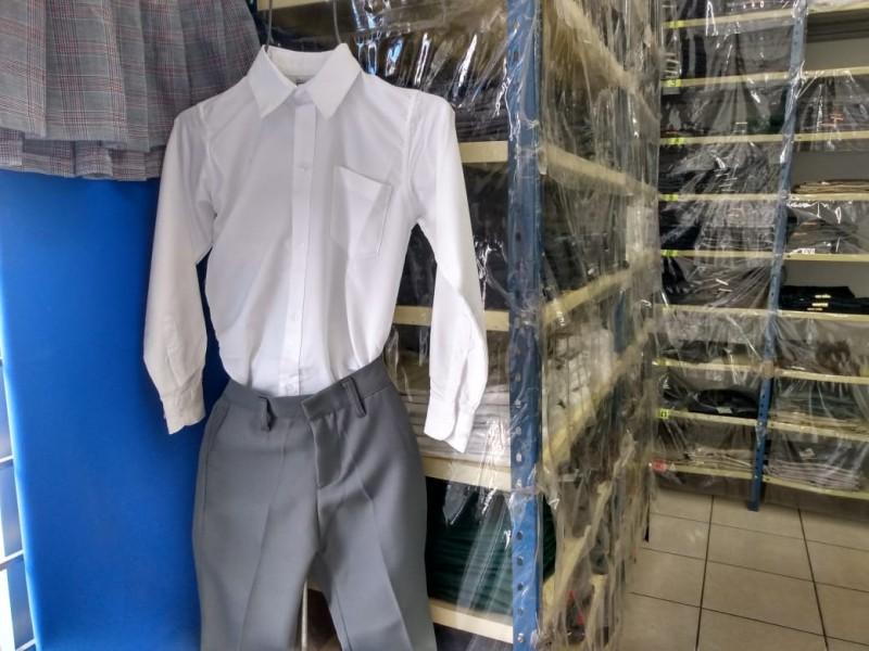 Generan ahorro con uniformes gratuitos