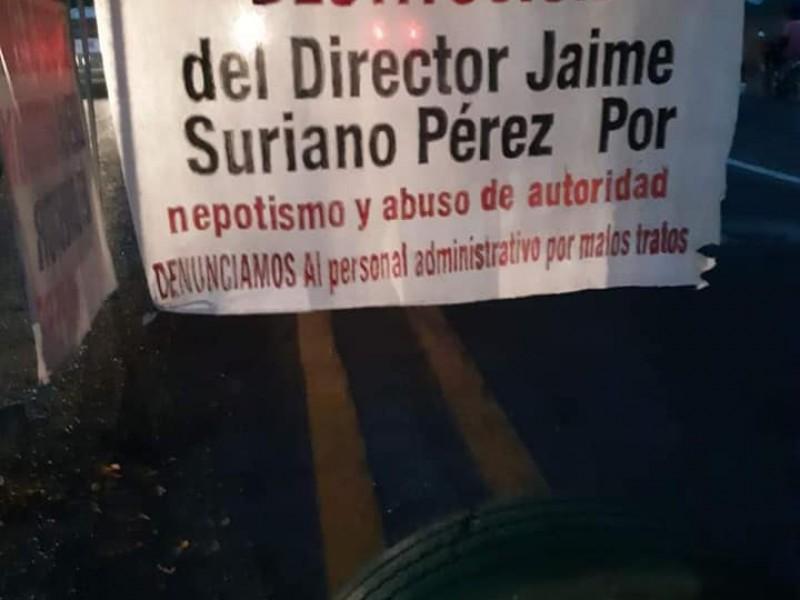 Padres de familia bloquean tramo carretero Puerto Madero