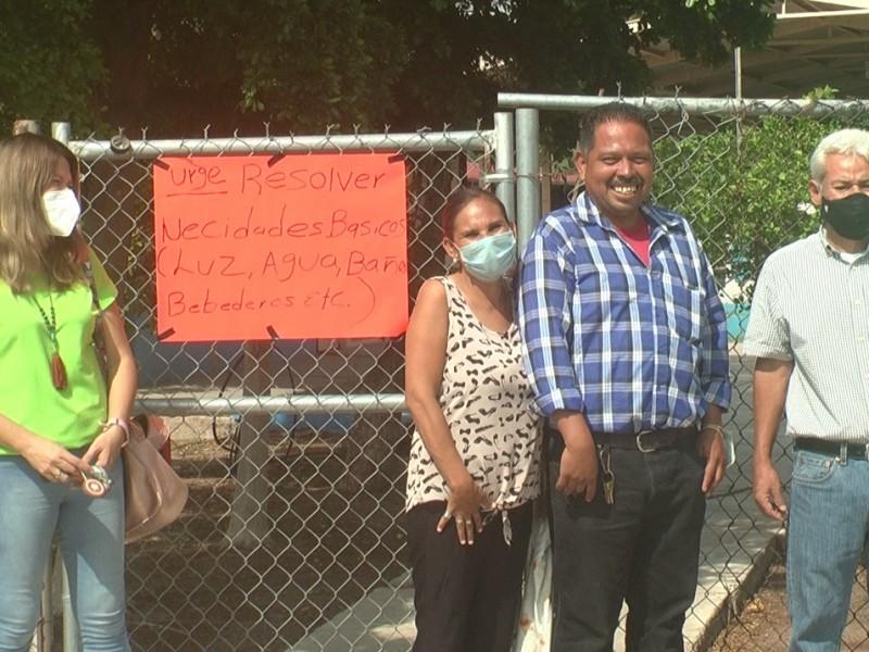 Padres de familia cierran Primaria