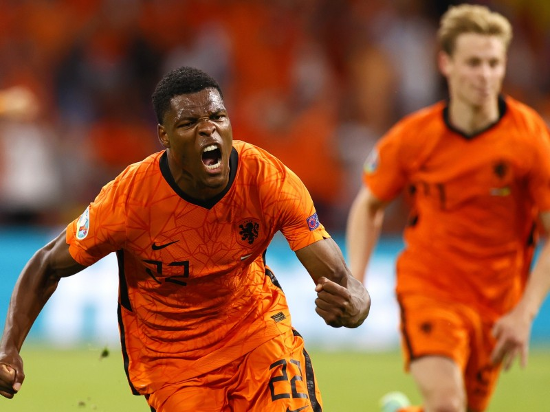 Países Bajos sobrevivieron a Ucrania en su debut
