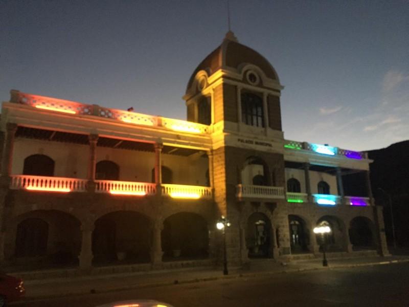 Palacio Municipal conmemora mes de orgullo gay