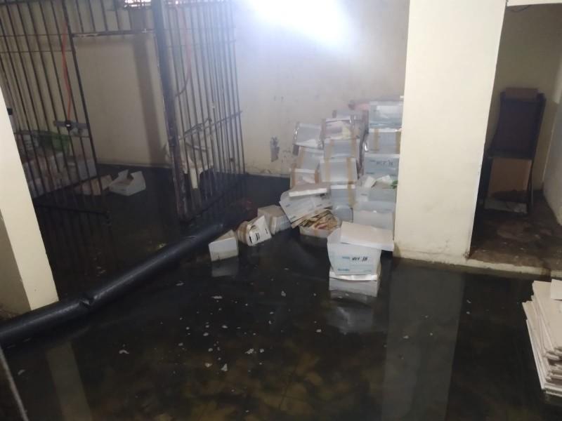 Palacio Municipal de Navojoa inundado por aguas negras