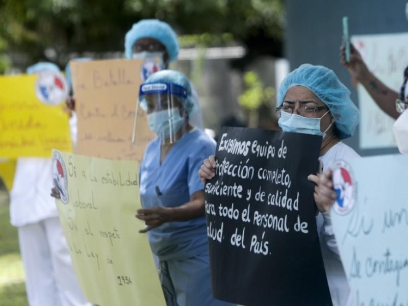 Panamá adecua hospitales y gimnasios por alza vertiginosa COVID