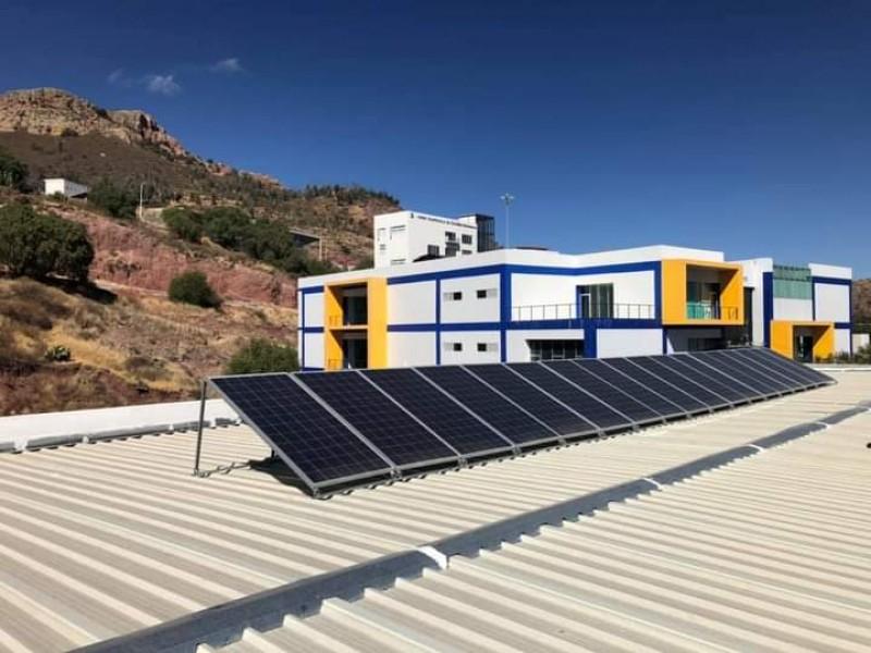Paneles solares abastecerán energía eléctrica de edificio de Psicología