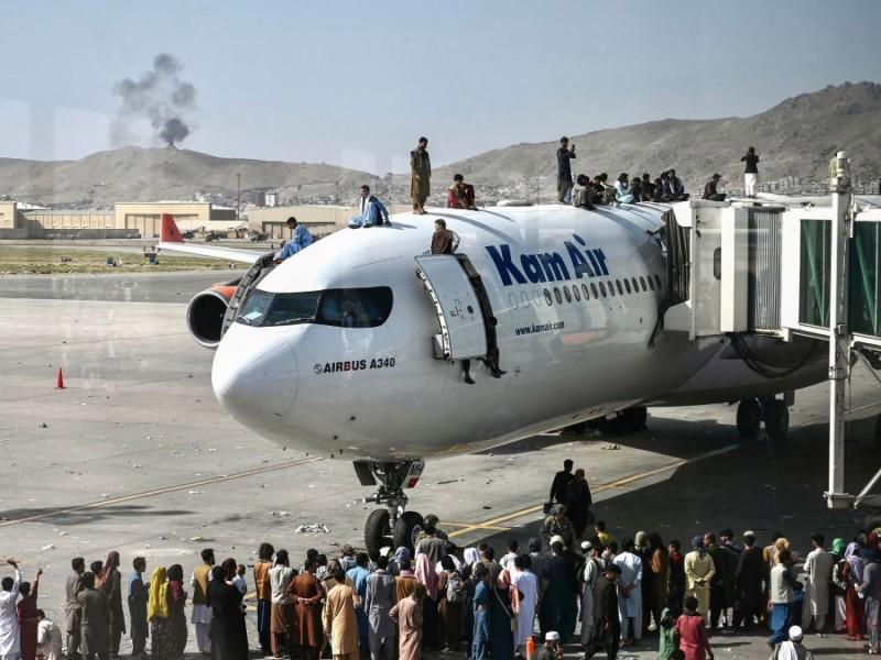 Pánico en Afganistán: Miles tratan de escapar de los talibanes