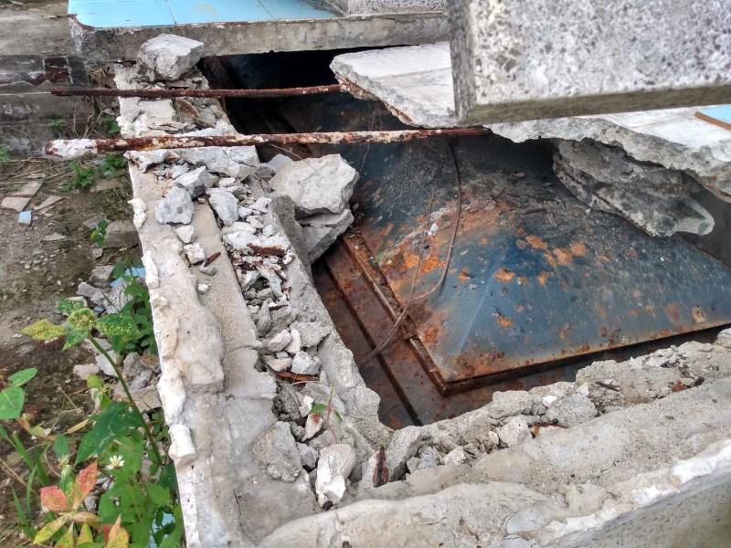 Panteón Galeana en el olvido; entre tumbas y féretros expuestos