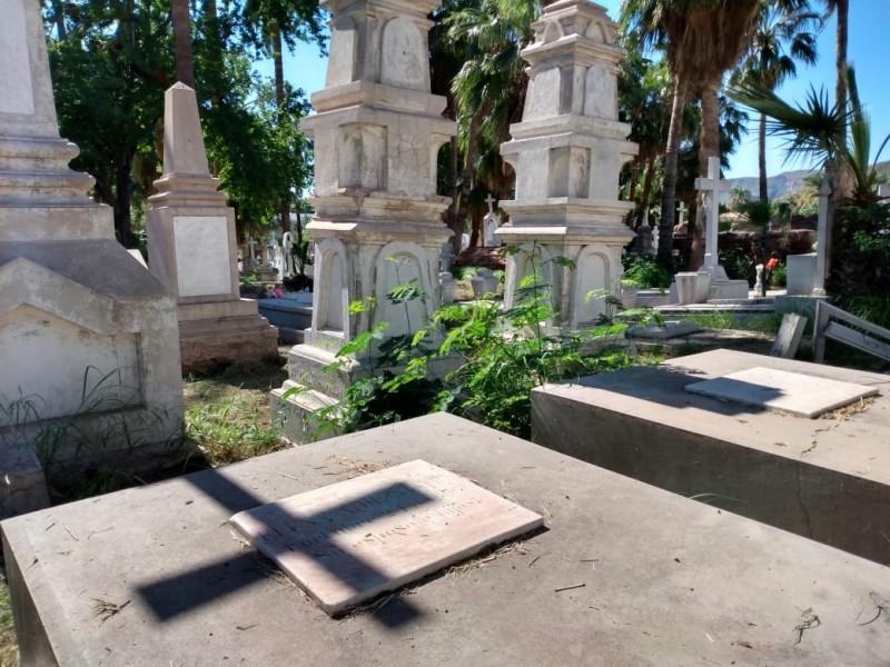 Panteón San Fernando, mezcla de recuerdo y misterio