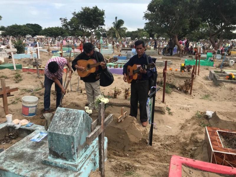 Panteones en Veracruz se encuentran cerrados al público general