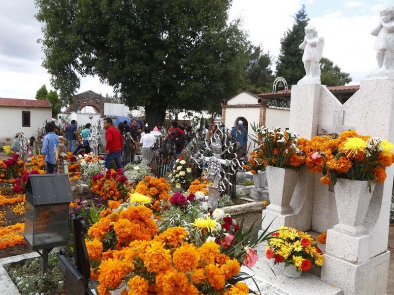 Panteones poblanos abrirán sus puertas para celebrar día de muertos